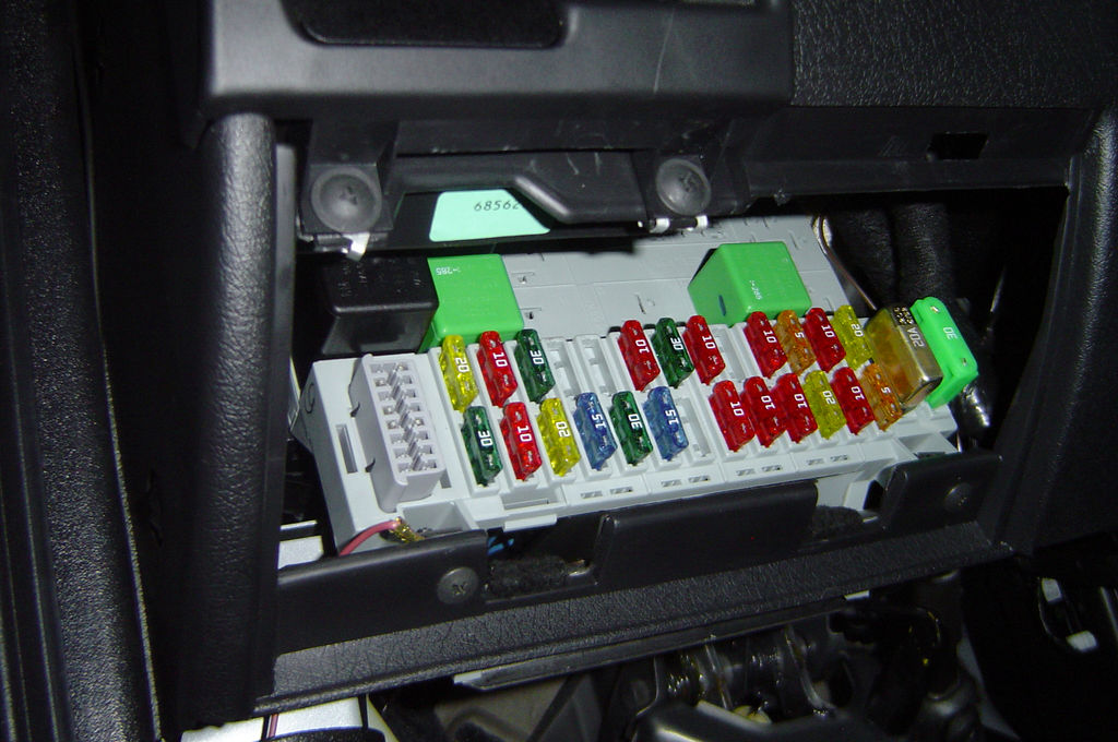 Car Fuses how does a car fuse box work how does a circuit breaker work what does a fuse box do at gsmportal.co